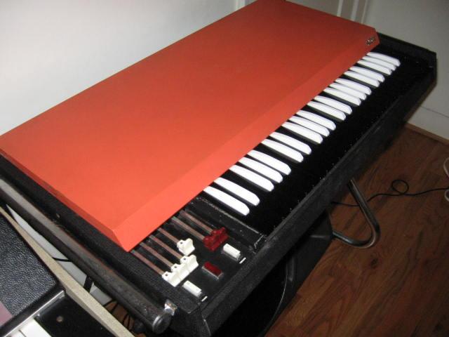 Instrumentos de los Monkeys Vox%20Continental%20003